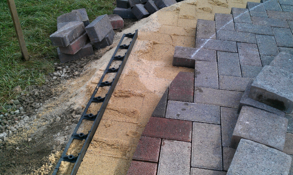 edging-restraint-cutting-pavers-patio - Landscape Field Videos: How To Build A Patio- Part Three