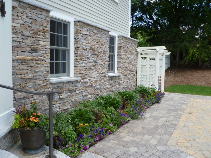 Front-Perennials-with-annuals-set-in-for-added-color.jpg