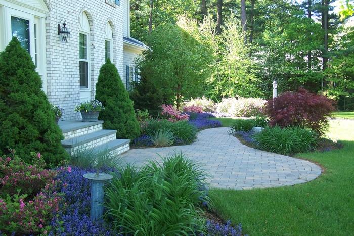 beutiful front walkway
