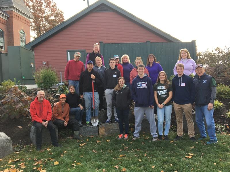 volunteers-make-easy-work-of-planting-1500-bulbs.jpg