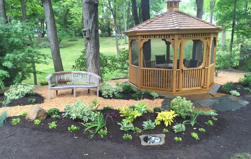 gazebo-garden-woodchip-mulch-path.jpg