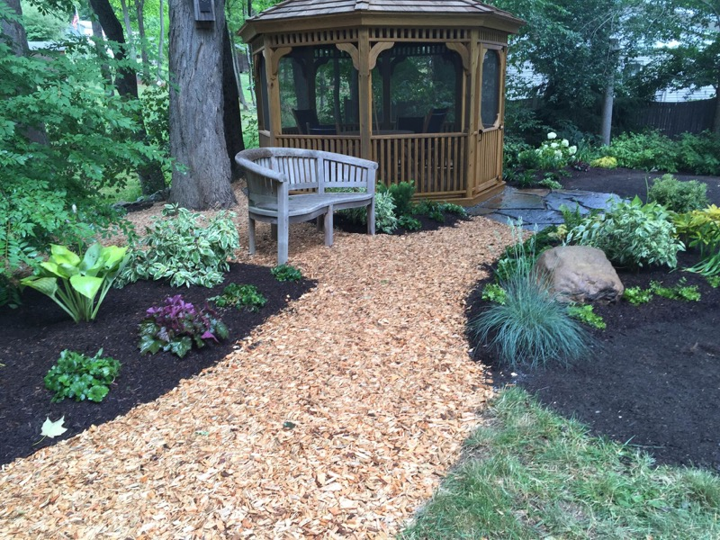 the-woodchip-path-to-gazebo.jpg