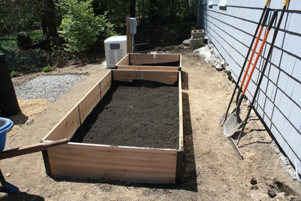 2-10-Filling-boxes-with-organic-soil