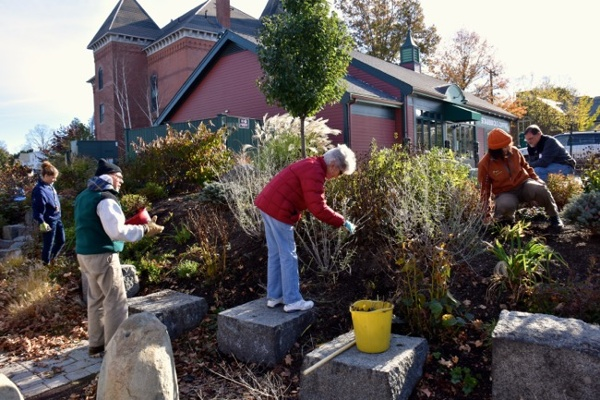28-FALL-CLEAN-UP-Pocket-Park.jpg