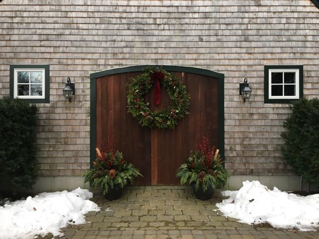 14-Winter-Greens-planters-wreath.jpg